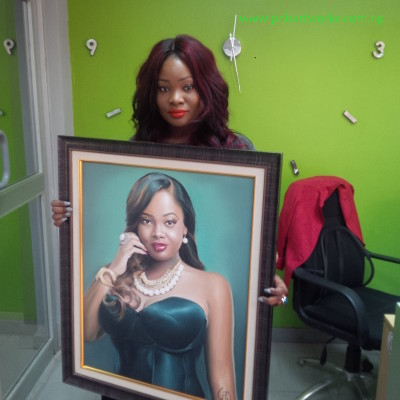 Toolz Oniru with a painting of herself